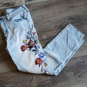 Universal Thread light wash jeans flowers 10/30R